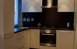 Soojade kontrastidega köögimööbel